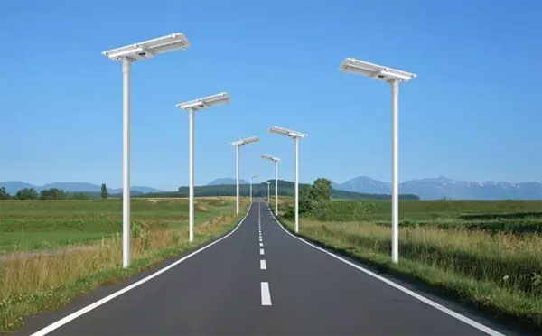 The practicality and advantages of solar street lamps